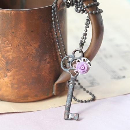 Keys Keys KeysOld Keys, Vintage Keys, Keys Keys, Keys Heart, Antiques Keys, Skeletons Keys, Keys Necklaces, Skelton Keys, Purple Flower