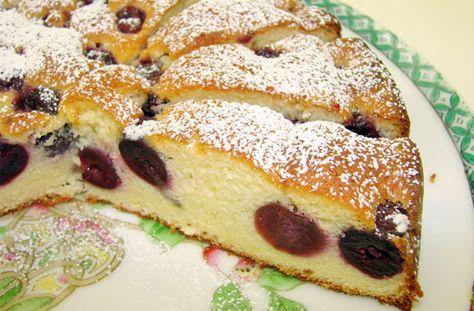 Torta alle ciliegie - La torta alle ciliegie è un dolce delizioso che si prepara nella breve stagione in cui questi frutti si trovano freschi.