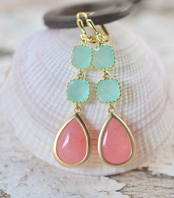 Coral Pink and Aqua Dangle Earrings. Drop Earrings. por RusticGem