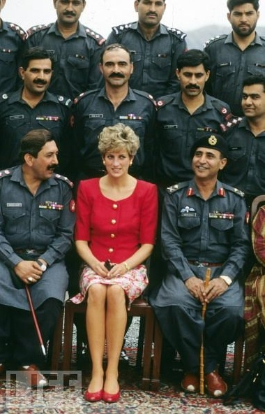 PAKISTAN - OCTOBER: Diana, Princess of Wales poses with soldiers during her visit tothe Khybar Pass, Pakistan in October 1991.