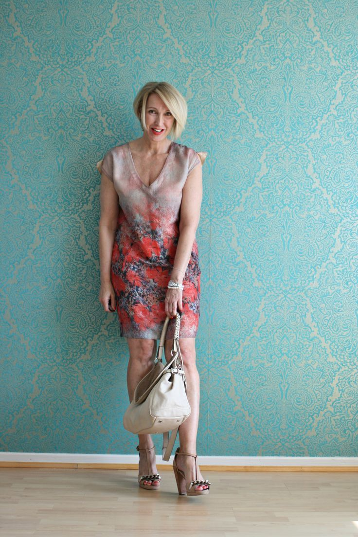 A fashion blog for women over 40 and mature women http://glamupyourlifestyle.blogspot.de/ Dress: Boss Orange Bag: Abro Shoes: Dorothee Schumacher