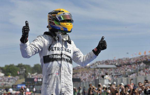 Víťazom Veľkej ceny Maďarska na budapeštianskom okruhu Hungaroring sa v poslednú júlovú nedeľu stal britský jazdec Lewis Hamilton zo stajne Mercedes. Podrobnosti na http://tvnoviny.sk/sekcia/sport/archiv/f1-ma-vitaza-ktoreho-uz-davno-nemala.html (Foto: SITA)