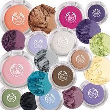 Let's Play Up With Colors! Riasan colorful menjadi trend makeup 2014.