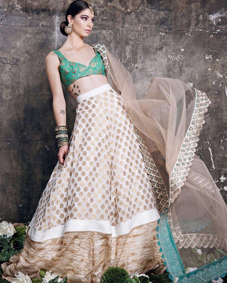 Udaipur Tea Party by Mani K Jassal   @natasharamkay @ovyianphotography  @ravbbeautyconcepts @manikjassal @majestictoronto  #banglezjewelry #banglez #bangles #churiyan #churras #jewelry #jewellery #indianjewelry #pakistanijewelry #southasian #indian #pearl #lct #gold #nofilterneeded #oakville #toronto #earrings #oakvillejewelry #allthingsbridal #weddinginsporation #wedding #bride #bridesmaids #indianpartywear #indianpartywear #accessories #bracelets #bangle #bling #mkj#fashion #couture…