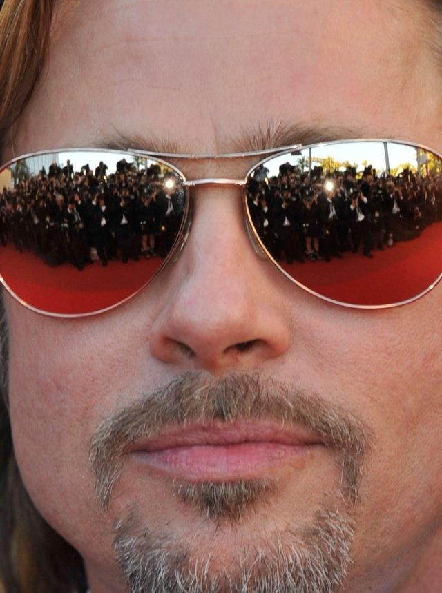 Brad Pitt at event of Killing Them Softly em Cannes.    Essa foto é uma representação perfeita da fama.