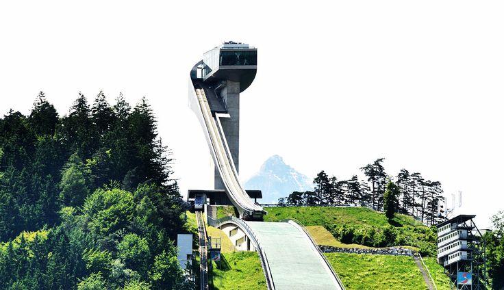 """Ski jumping days: hills/Innsbruck"""