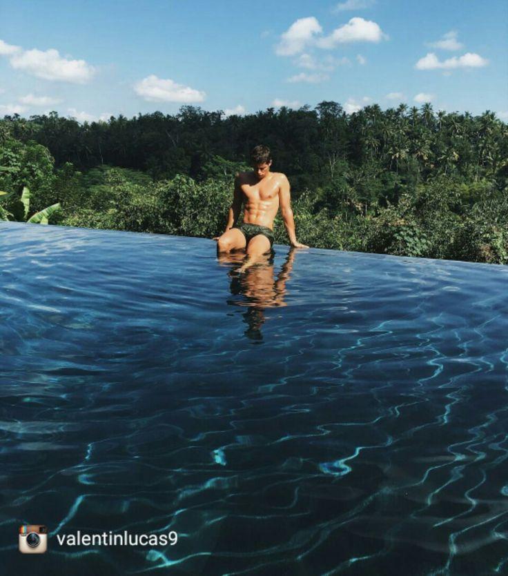 Jungle & Water  :@valentinlucas9 via #Instagram buff.ly/2sdo2xe . . #ubud #ubudvilla #geriabali #beautifuldestination #ootd #theluxurylifestylemagazine #google #luxuryworldtraveller #hgtv #holidays #vacation #traveling #bath #foam #bali #nature #Instagram #Facebook #tbt #travel #TripAdvisor #balibible #luxuryvilla #luxuryproperties #villainbali