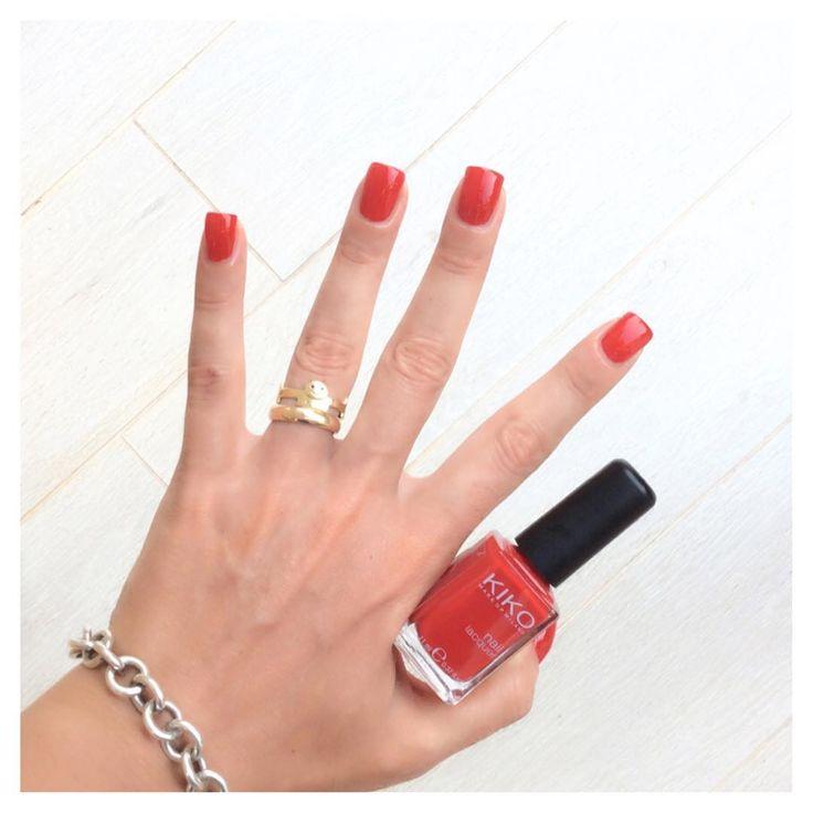 Rosso! Smalto Kiko 238 anche oggi!❤️ #eglebreme #thewomoms #kiko #kikocosmetics #kikocosmeticsofficial #manicure #smalto #smaltodelgiorno #nails #nailpolish #nai