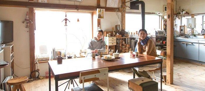 東京から益子に移り住んで、3軒目の住まい。自分たちで床をフローリングに張り替え、壁や天井にペンキを塗り、薪ストーブを据えた。