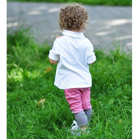 Spodnie haremki w różowe, miniaturowe piksele na srebrnym tle, z szarym ściągaczem.  100% bawełna organiczna z certyfikatem GOTS.