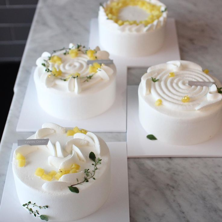 갑작스런 이 더위에 완성하신 케이크가  집까지 잘 도착했을지 .. 걱정을 안할 수가 없죠.. 모두 다른 데코로 완성했으니  인증샷 보시고 연습하실 때 마음껏  단장해주세요. #알로하 #유니크한파인애플케이크 #summer#seasonclass #바닐라클라우드#vanillacloud