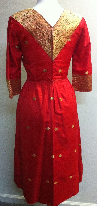 Red and Gold Silk Brocade Indian Dress por BoxOfficeintheBB en Etsy