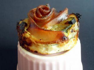 Tortini con pesce spada affumicato e zucchine.
