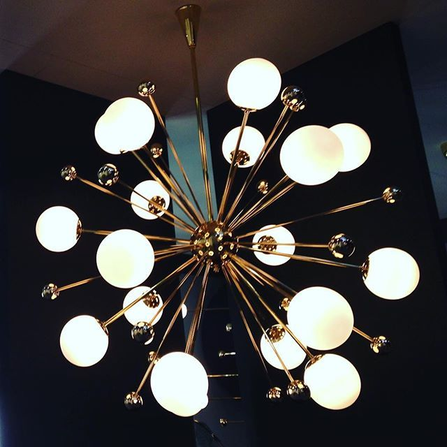 Lustre spoutnik chez Magic Circus @maisonetobjet #lobjetdemonattention #decoration #decor #deco #maisonetobjet2016 #luminaire #sputnik #lighting