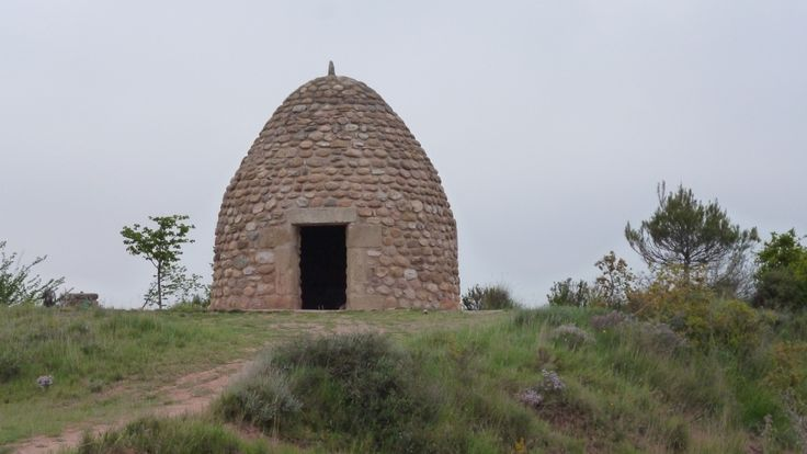 """""""Outside of Nájera [...] a stone hut shaped like a beehive. Nájera is a historic town along the Camino and during the 11th and 12th centuries it was the capital city of the Kingdom of Navarre."""""""