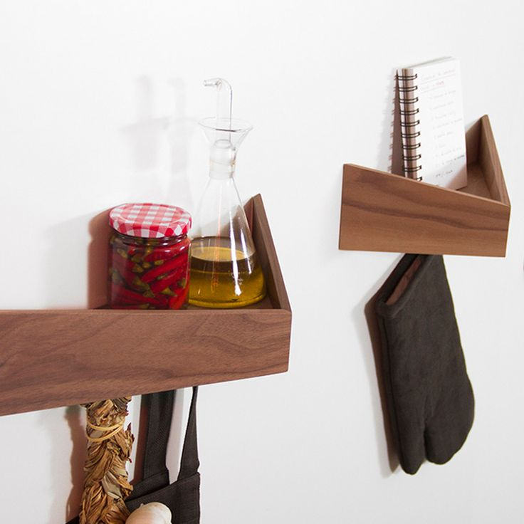 Checkout 'Pelican M' on eksturstore.com! Made by Woodendot - Organizers in wood with 2 hidden metal hooks - Inspired by the Pelican-birds. Available in different colours.
