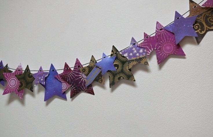 Girlanda+noční+obloha+Největší+hvězdička+má+rozměr+10,7+cm.+Girlandu+můžete+zavěsit+na+zeď,+na+okno,+na+záclonu,+na+poličku,+na+skříňku+atd.+Na+hvězdičkách+jsou+zlaté+a+plastické+motivy.