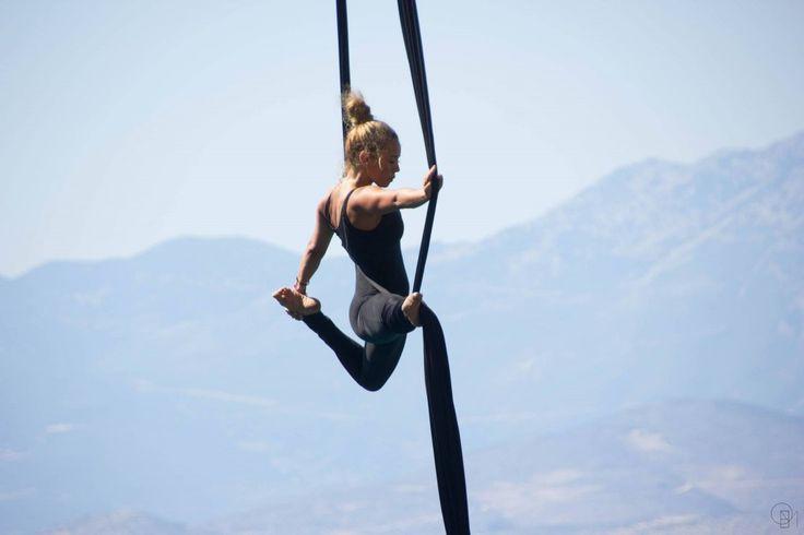"""Ο εναέριος χορός """"Η Ελλάδα έχει ψυχή"""" της Κατερίνας Σολδάτου στη γέφυρα της Χαλκίδας!!!"""