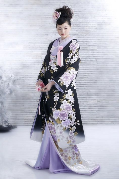 I think the style of this kimono is very striking as there is quite a contrast between the pale washed out pastelly purples and lilacs and the dark black background. I like the way tone is portrayed in the flower pattern because there is a use of darker colour to create a sense of tone and makes the design look 3D.