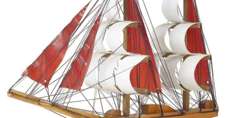 Cómo hacer un barco para un proyecto escolar. Existen muchos diseños de modelos de barcos que puedes usar para un proyecto escolar. Los que están disponibles pueden satisfacer los talentos y las habilidades de tu hijo mientras les enseña valiosas lecciones de la historia y la construcción. Muchos de ellos están hechos de materiales que tienes en tu casa. Intenta este modelo de barco o usa las ...