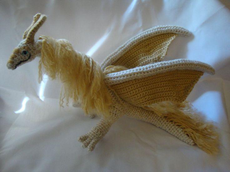 567 besten here come the dragons bilder auf pinterest drachen drachen h keln und h keln. Black Bedroom Furniture Sets. Home Design Ideas