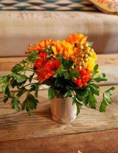 Diy simple fall arrangements on a dime sarah von for Simple thanksgiving flower arrangements