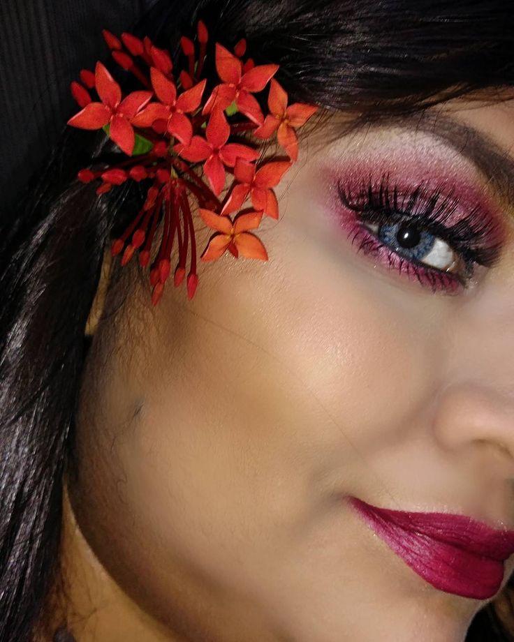 Usei o tom vermelho da paleta @catharinehilloficial vende na @maisvaidosaloja #lentes Magic top na cor azul vende na @elens_oficial #makeup #maquiagem #beauty #beaute #schönheit #accessories #zubehör  #cosmeticos #cosmetique #kosmetikum  #inspiracao #inspiration #altoestima #amourpropre #selbstachtung #soudessas #juntoemisturado #vibe  #instamakeup #batom #boca #labios #olhos #eye #eyebrows #eyes  #makeuplover #loucaspormaquiagem #todabelezapodeser…
