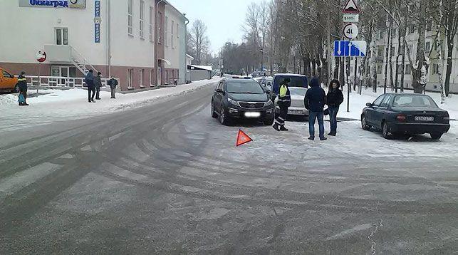 водитель не смог избежать столкновения, ребенок неожиданно выбежал на дорогу  Фото ГАИ УВД Витебского облисполкома Как сообщает БелТА, ДТП произошло сегодня, 12 ноября, около 9.50 на улице Офицерской в Витебске. 31-летний водитель автомобиля КИА-Спортейдж совершил �