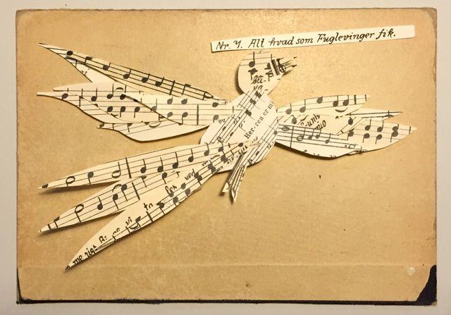 """Paperbird made from old songbook, as a """" good by"""" for the Director of the Royal Danish Danish Boys Choir. Lille sangfugl lavet ud af Københavns Domkirkes gamle sangbøger til Drengekorets dirigent. 2016, Charlotte Søeborg Ohlsen"""