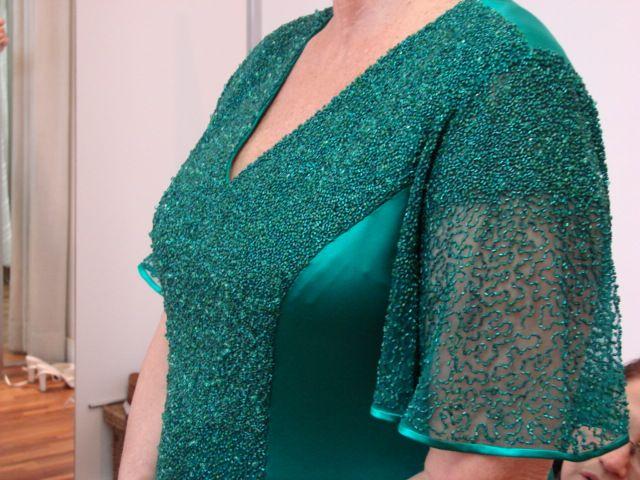 Vestido sob medida - ateliê Esther Bauman/Acquastudio  Detalhe da manga bordada; vestido verde para mãe do noivo;
