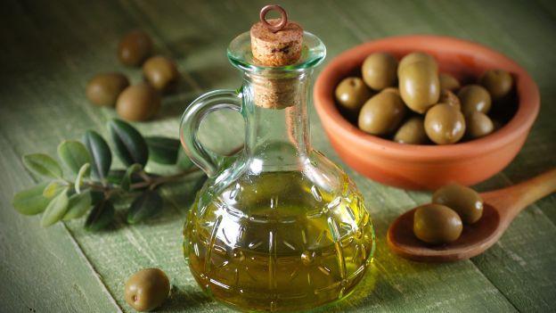 L'olio extravergine d'oliva fa bene alla salute e aiuta soprattutto le persone affette da diabete. Ecco come!