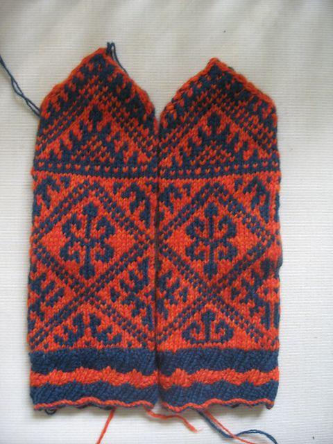 Ravelry: Simply Harika Mittens pattern by Renee Burton - free