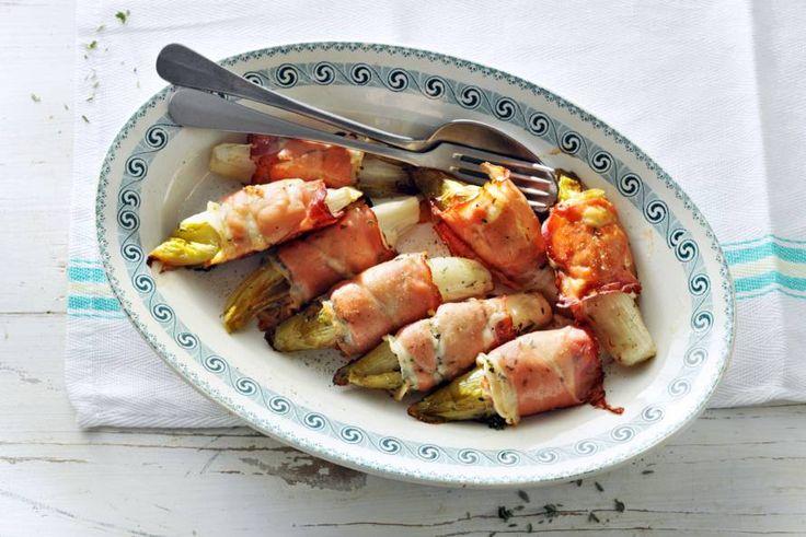 Witlof uit de oven maar nét even anders: met geitenkaas en rauwe ham. - recept - Allerhande