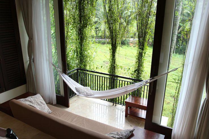Гамак на балконе - стильная идея для вашего интерьера. #гамак #балкон #интерьер #квартира #комната