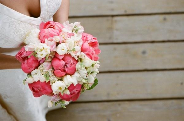 Fabulous coral peonies bouquet by @nancyliuchin #weddings #bouquets nancyliuchin
