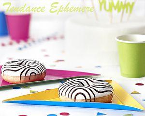 Des assiettes carton colorées ! originales pour un anniversaire d'enfant