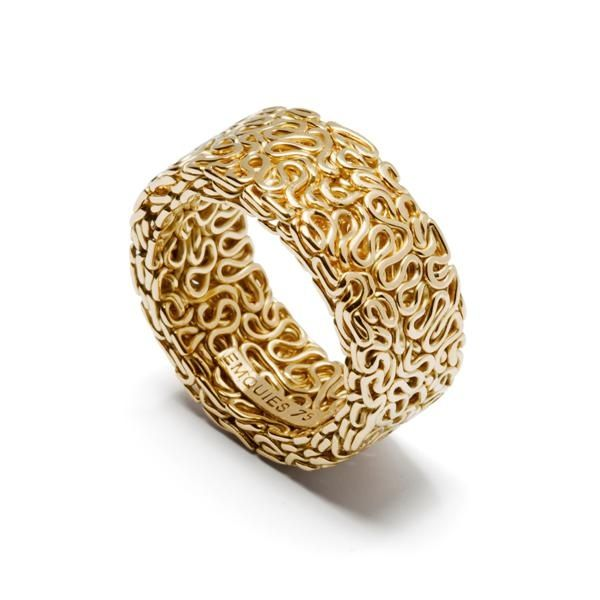 "Ring | Emquies-Holstein. ""Squeeze collection"". 3 meters of 18k gold wire."