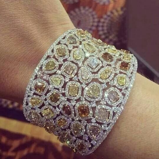 26.2 carats of diamonds in this cuff #Repost from @jvincentjewelers  It's pretty,but I wouldn't wear it.  It's to big.  It would bother me.