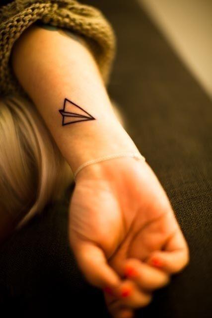 mini-tattoo papieren vliegtuig