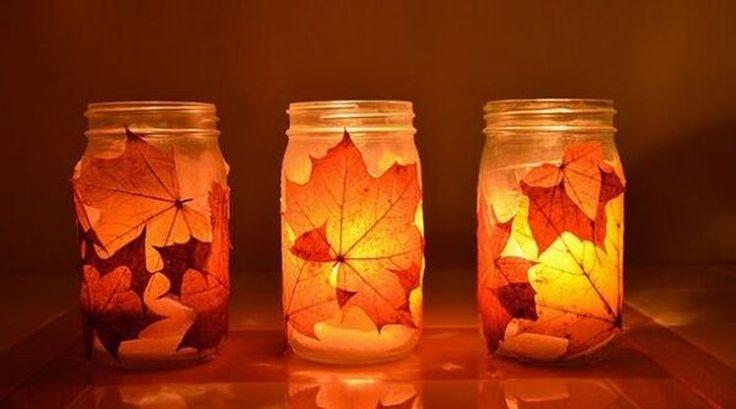 Foto: Leuk om te maken of om samen met de kinderen te knutselen: herfst kaarsjes! Maak een paar (groente)potjes schoon en beplak de buitenkant met de mooiste herfstbladeren. Laat het drogen, waxinelichtje erin en klaar is je woondecoratie!. Geplaatst door Marington-nl op Welke.nl
