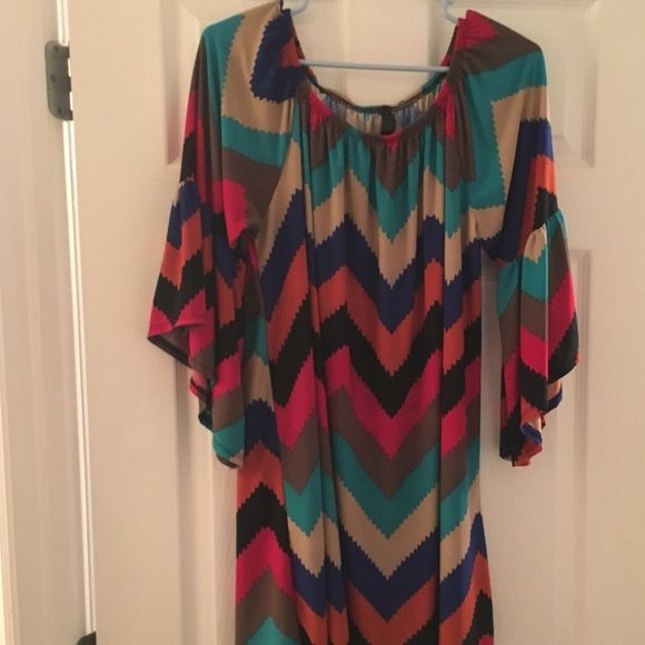 Chevron top This chevron tunic looks so adorable with leggings and can be worn anywhere from the office to date night with your honey. It is size 1x and is long. It is in EUC. Supernova Tops Tunics