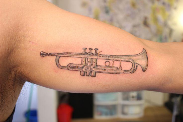 El tattoo que hice el otro día Citas / info: trevoreru@gmail.com Tatuando en…
