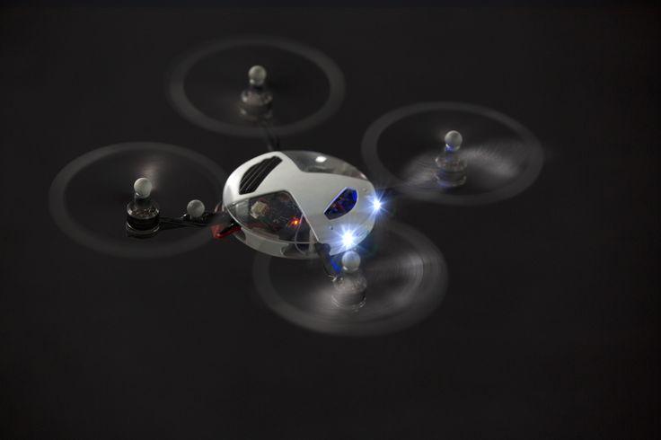 기존의 차가운 기술에 따뜻한 감성과 인간성을 불어넣는 것을 목표로 한 'SWARM'.  | Lexus Facebook ▶ www.facebook.com/lexusKR  #Brand #Campaign #Lexus #SWARM #Car