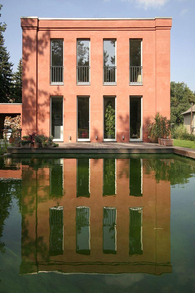 Klassisches wohnhaus in bewaldeter umgebung vogel cg for Klassisches haus bauen