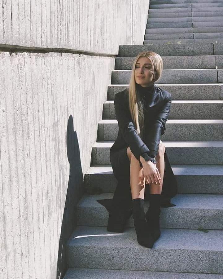 """8 aprecieri, 1 comentarii - O iubim pe Alina Eremia (@oiubimpealina) pe Instagram: """"#Curaj ❤❤❤"""""""