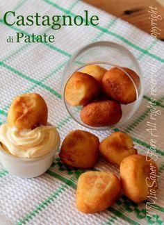 Castagnole salate di patate morbide e gustose per delle ricette di Carnevale insolite e sorprendenti. Altro non sono che delle piccole crocchette di patate