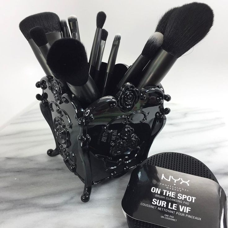 I'm loving these cruelty free brushes from @nyxcosmetics - and EVERYONE needs this brush cleaner - pure genius.