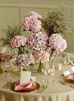 全体的にスモーキーな色でまとめてロマンチックな雰囲気に♡ ピンクの会場装花のアイデア一覧。