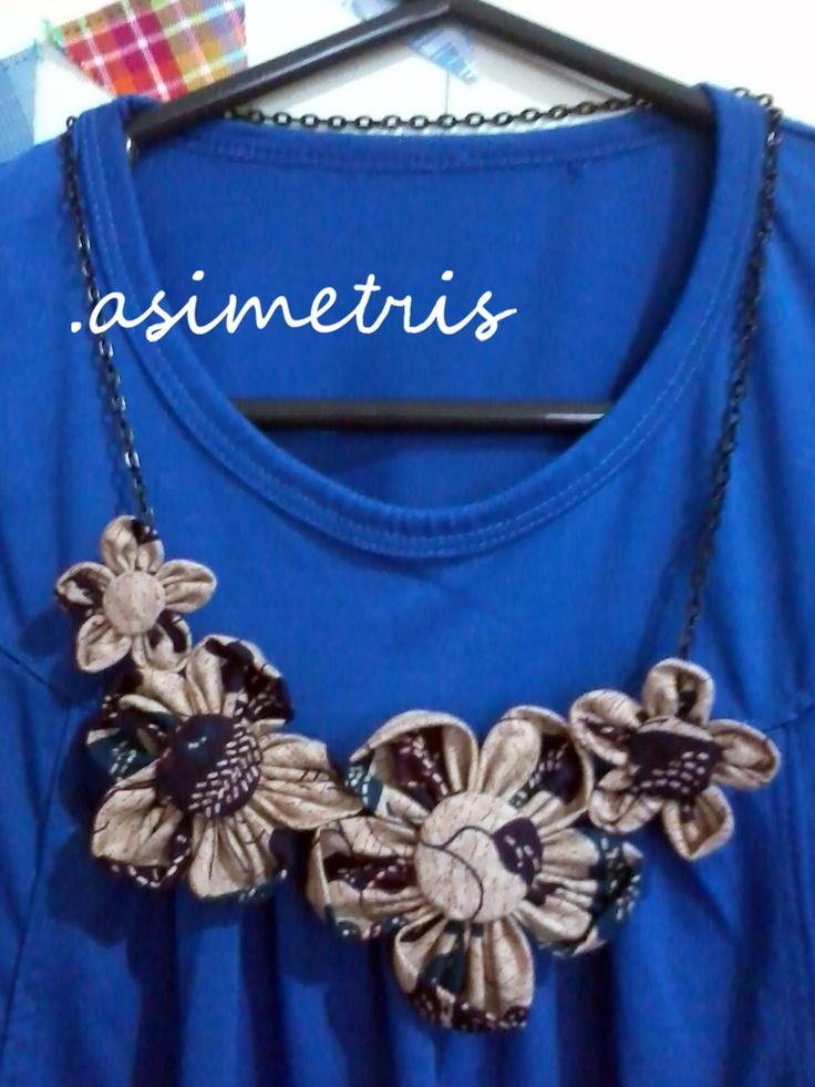 asimetris: kalung batik,,