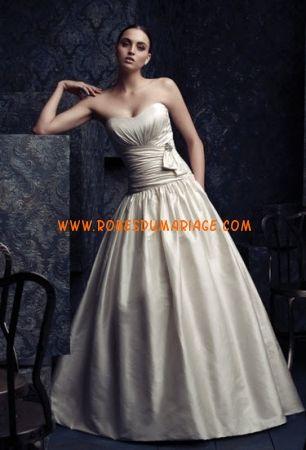 Paloma Blanca robe de mariée champagne sans bretelle longue évasé ornée de pli satin